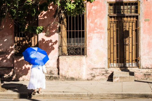Woman protecting herself from the sun, Cienfuegos-Cuba 2017©